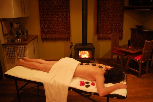 hot stone massage ©Witches Falls Cottages/Flickr
